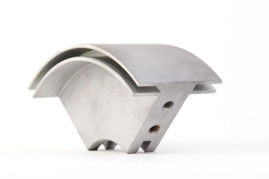 SECTOR, realizado en aluminio en centro de mecanizado con cuarto eje